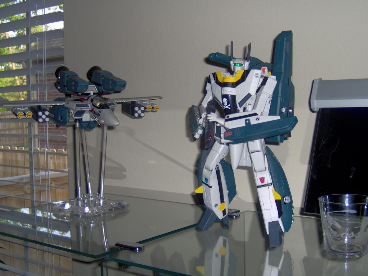 Roy Focker's VF-1S with Super & Strike Parts and Hik
