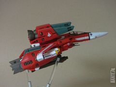 Yamato 1/60 VF-1J Millia in fighter mode