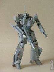 Yamato 1/60 VF-0A in battroid mode