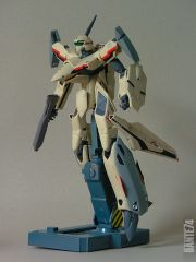 Yamato 1/60 YF-19 in battroid mode