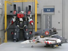 Armored VF-1J and Super Pack VF-1S in repair bay