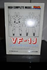 1/72 BANDAI HCM VF-1J FULLY FINISHED