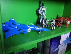 VF-22's mini skull squadron and toynami poseable super vf 1s