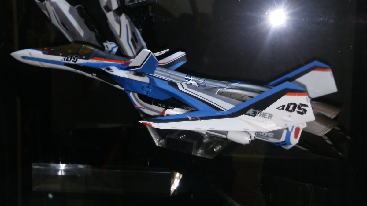 DK5D7A6VwAQqLZv.jpg