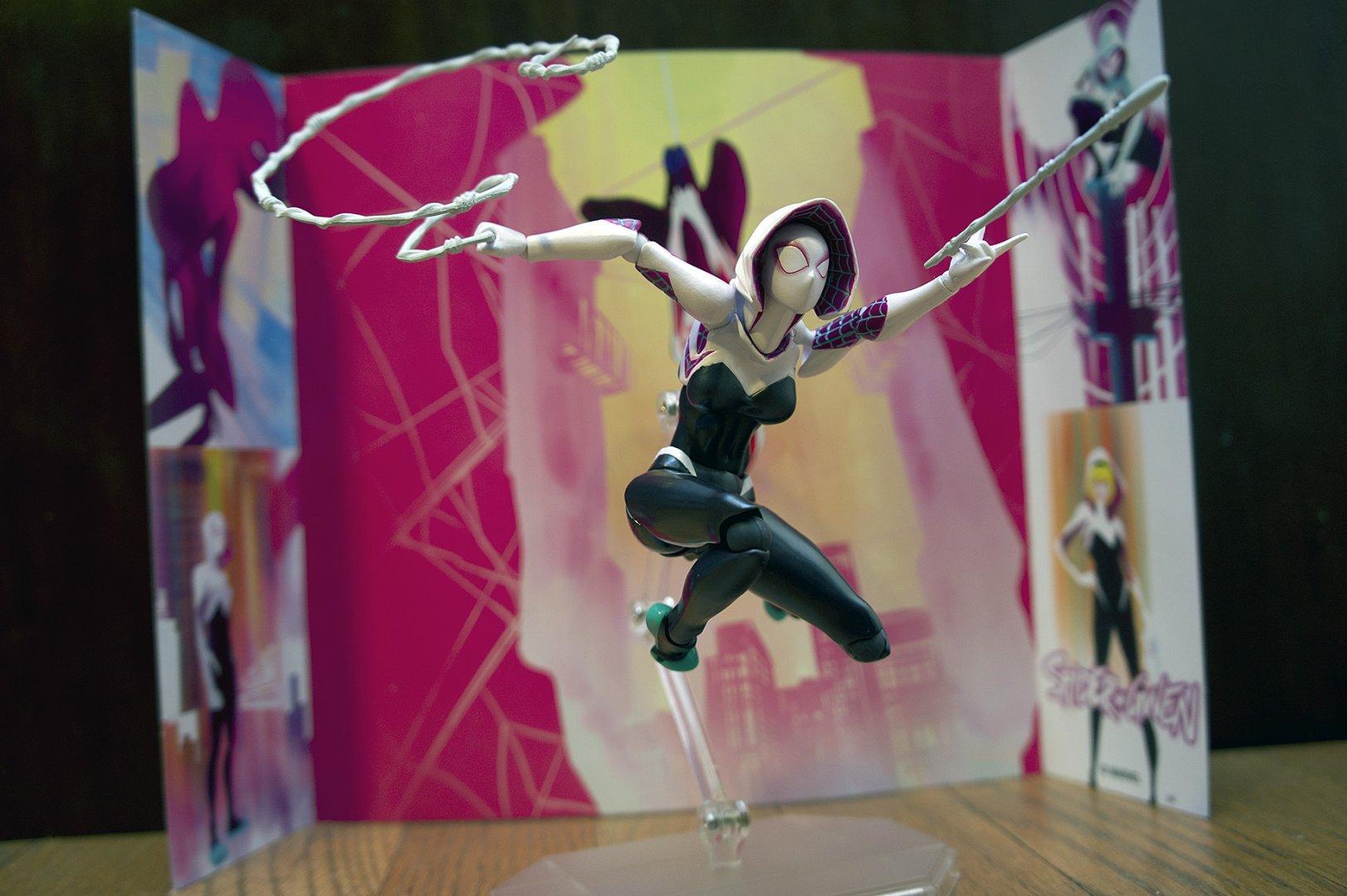 Marvel_Revo_Spider-Gwen_DSC06099.thumb.jpg.150f439df79f64ee4b83eef983543032.jpg