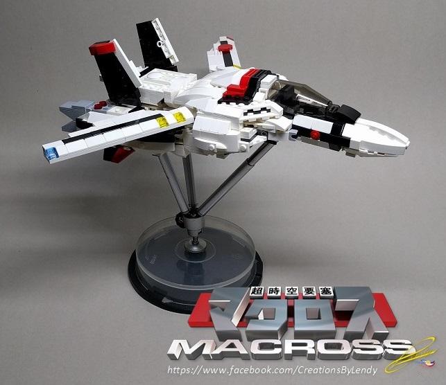 lego-vf-1s-macross_27694987819_o.jpg