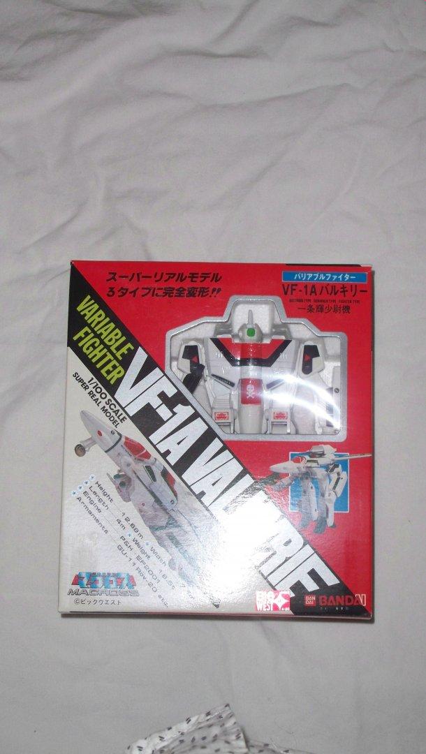 VF-1 1-100 Bandai - 1.jpg
