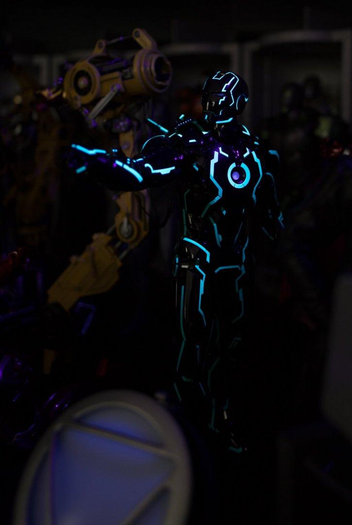 Toys_IM_Neon_20180726_0003.jpg