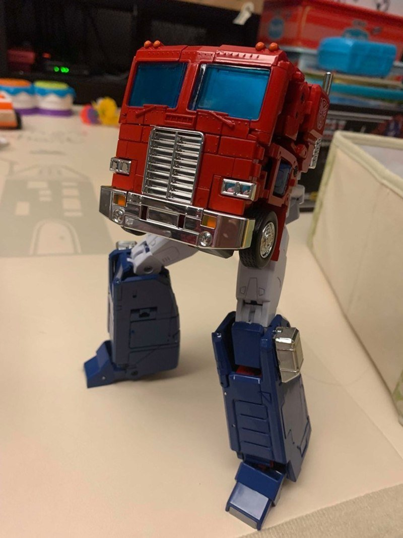 1299505954_mp-44-optimus-prime-first-in-hand-images(37)__scaled_800.jpg.5cd44ae08a6d478ec5eb38775ced299b.jpg