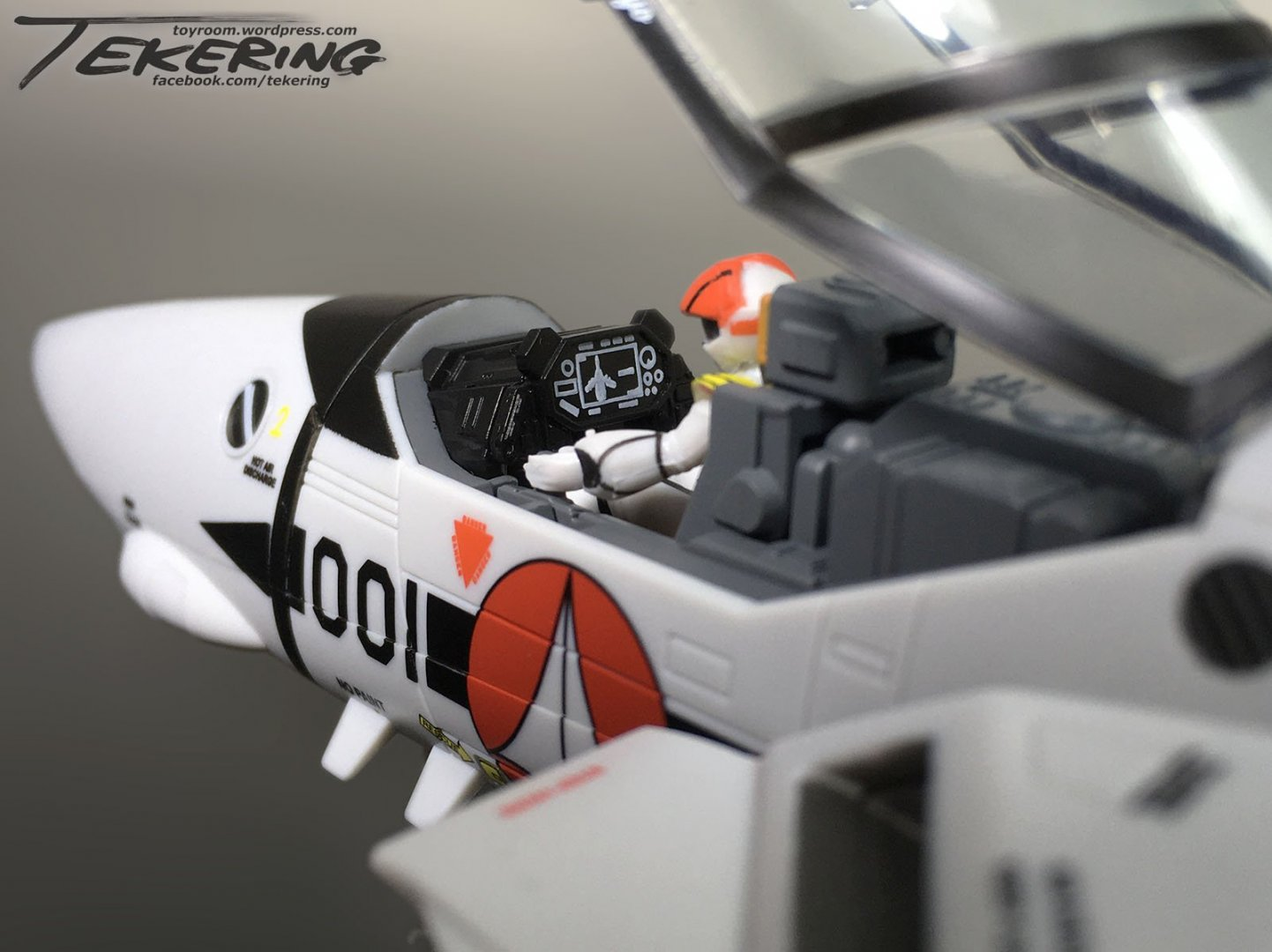 1845323002_cockpitHUD.thumb.jpg.853d3ceaf4218b1d2edd94b10ef74fcb.jpg